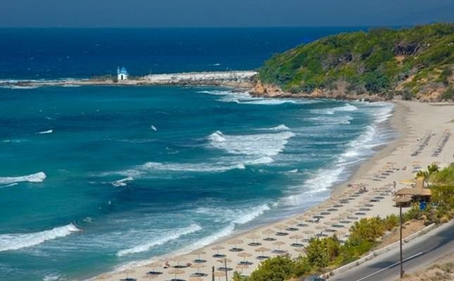 Για σέρφ στην παραλία Μεσακτή, Ικαρίας