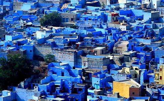 3 Πανέμορφες Γαλάζιες Πόλεις, οι πενήντα αποχρώσεις του μπλε